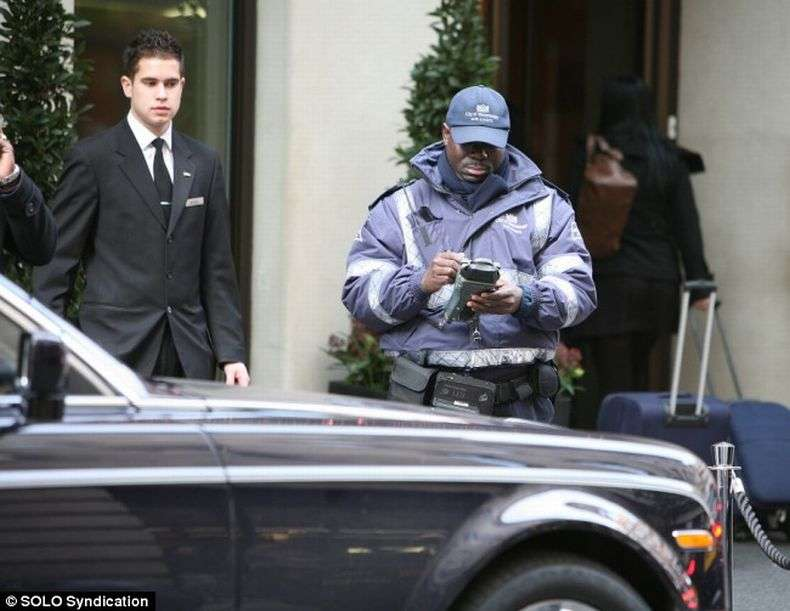 Репер 50 Cent забув ключі в своєму Ролс Ройс (4 фото)