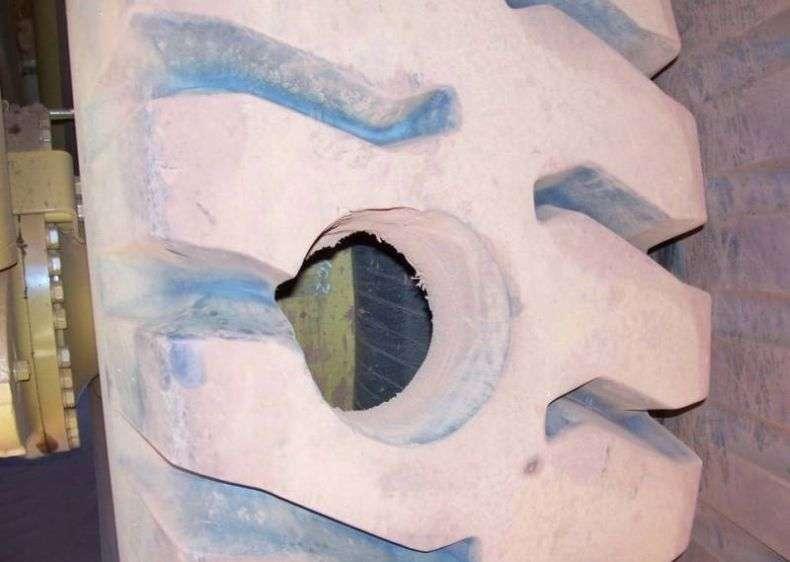 Як пробити колесо у Белаза (3 фото)