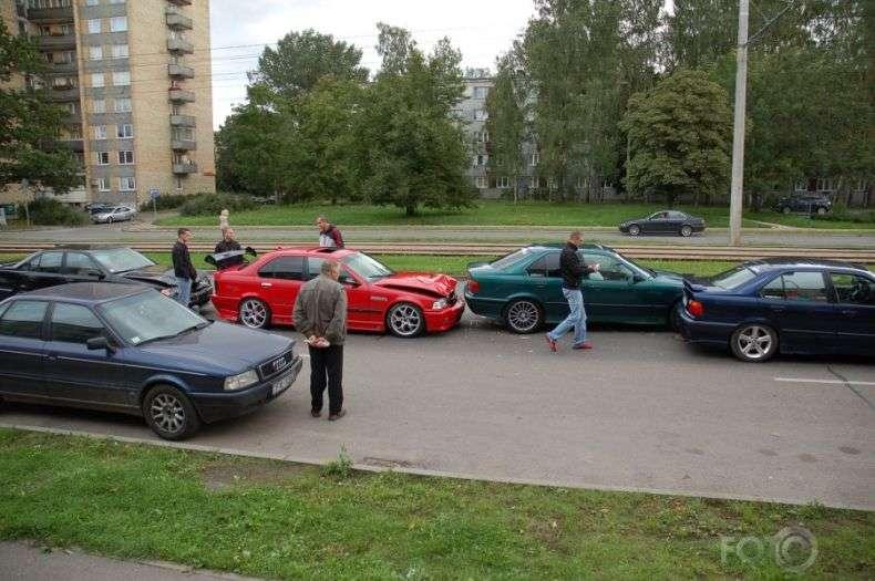 Розбитий BMW (6 фото)