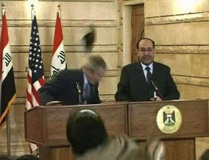 У Буша кинули черевиками (8 фото)
