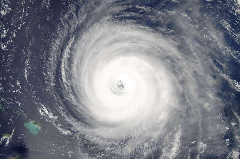 Урагани. Вид з космосу (25 фото)