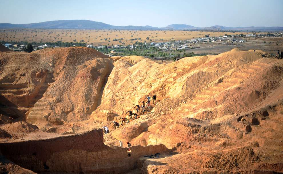 Видобуток сапфірів на Мадагаскарі (24 фото)