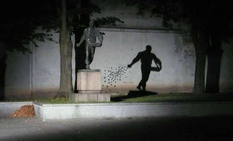 Цікава статуя Сіяч (2 фото)
