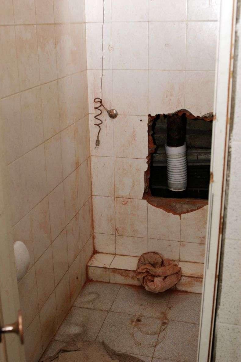 Офісний туалет (2 фото)