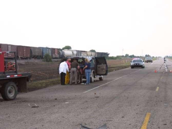 Зустріч поїзда і вантажівки (25 фото)