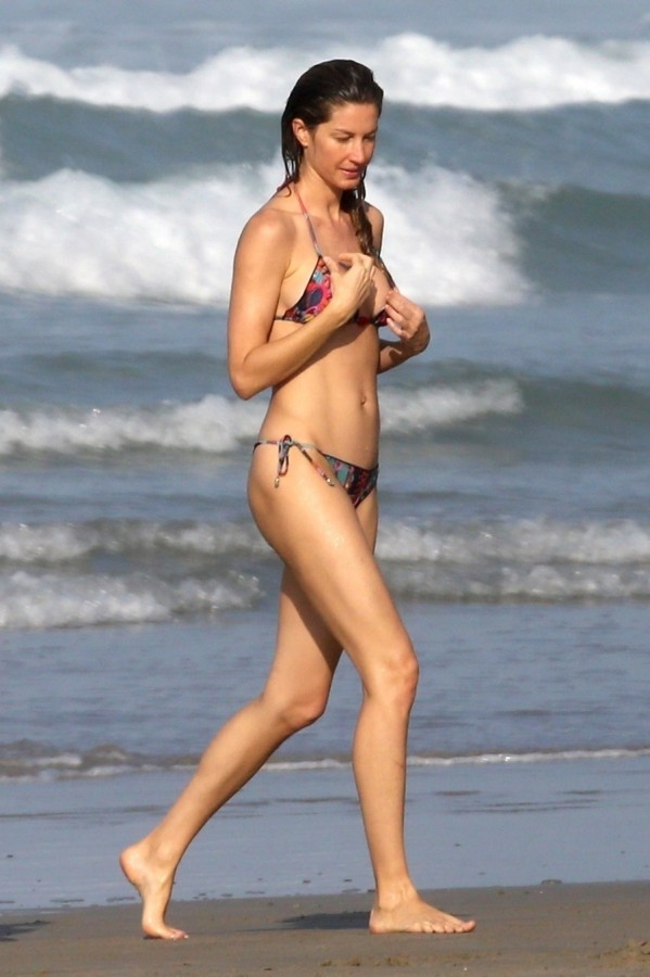 Жизель Бюндхен на пляже пляж/бикини