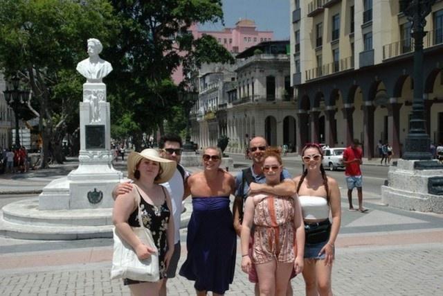 Ржавая сантехника, мутный бассейн и пищевое отравление - так прошло празднование юбилея свадьбы на Кубе Всячина