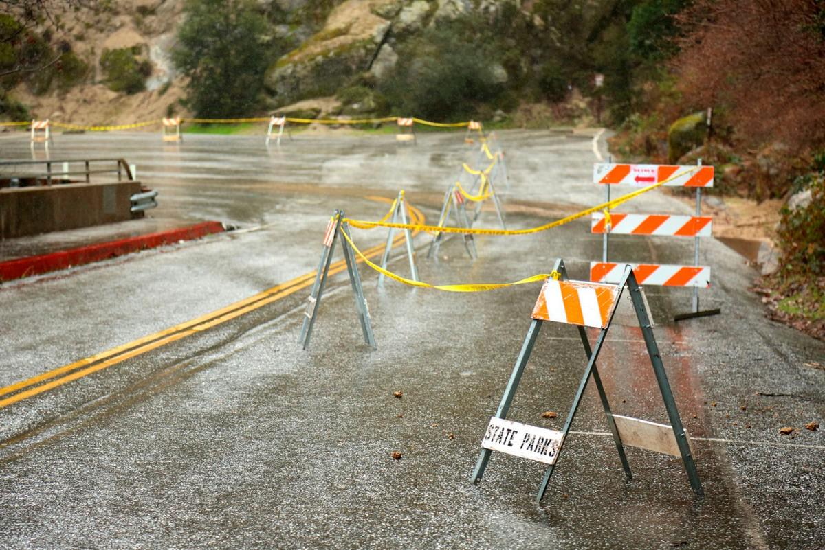 Дожди, оползни и снегопады обрушились на Калифорнию мир