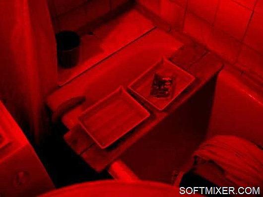 В темной комнате, под красным фонарем…