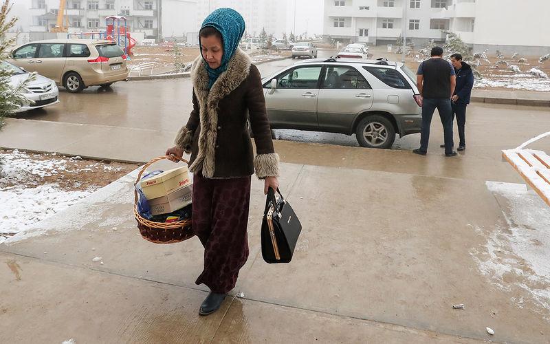 У женщин Туркмении отбирают права. Облавы уже начались водители