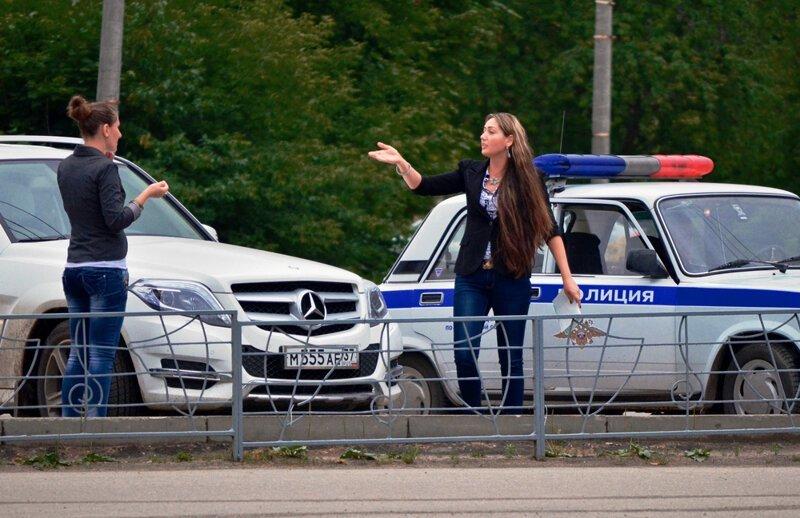 Россияне массово переписывают машины на подростков автомобили